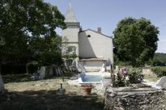 Le jardin de la maison l'Arnaude côté piscine
