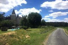 La maison l'Arnaude vue de la route