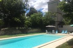 La piscine de la maison l'Arnaude